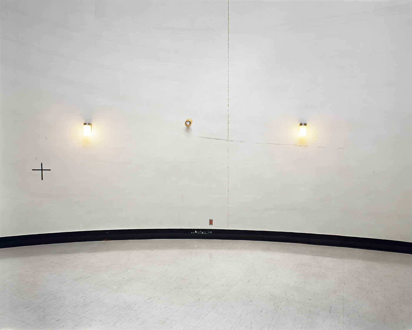 Lynne Cohen - Untitled (two lights), 2003-2012